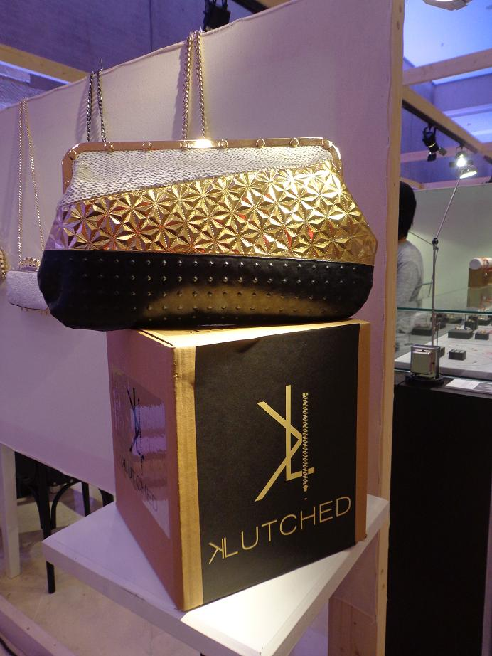 KLUTCHED PURSE