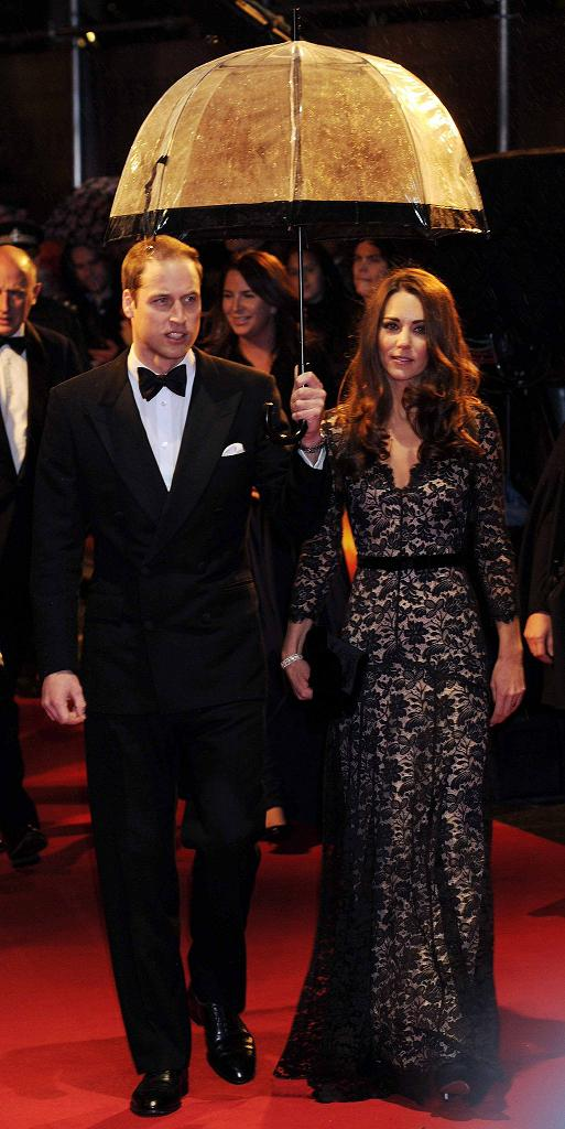"""The glamorous """"War Horse"""" premiere look of Catherine, Duchess of Cambridge"""